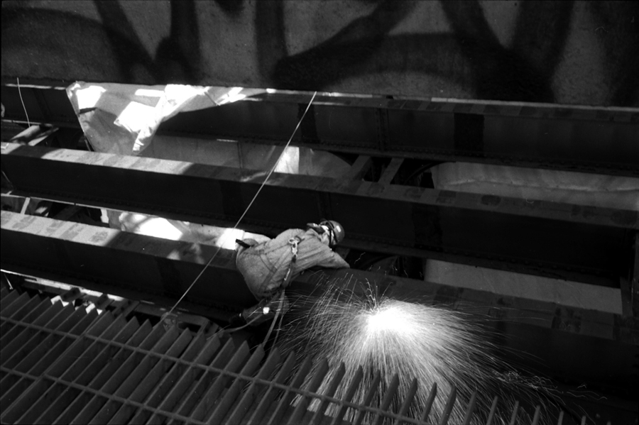 Welder working on Williamsburg Bridge